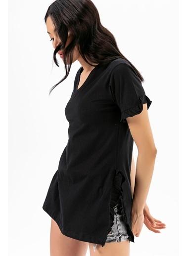 Emjey Kolları Ve Yanları Fırfırlı T-Shirt Siyah